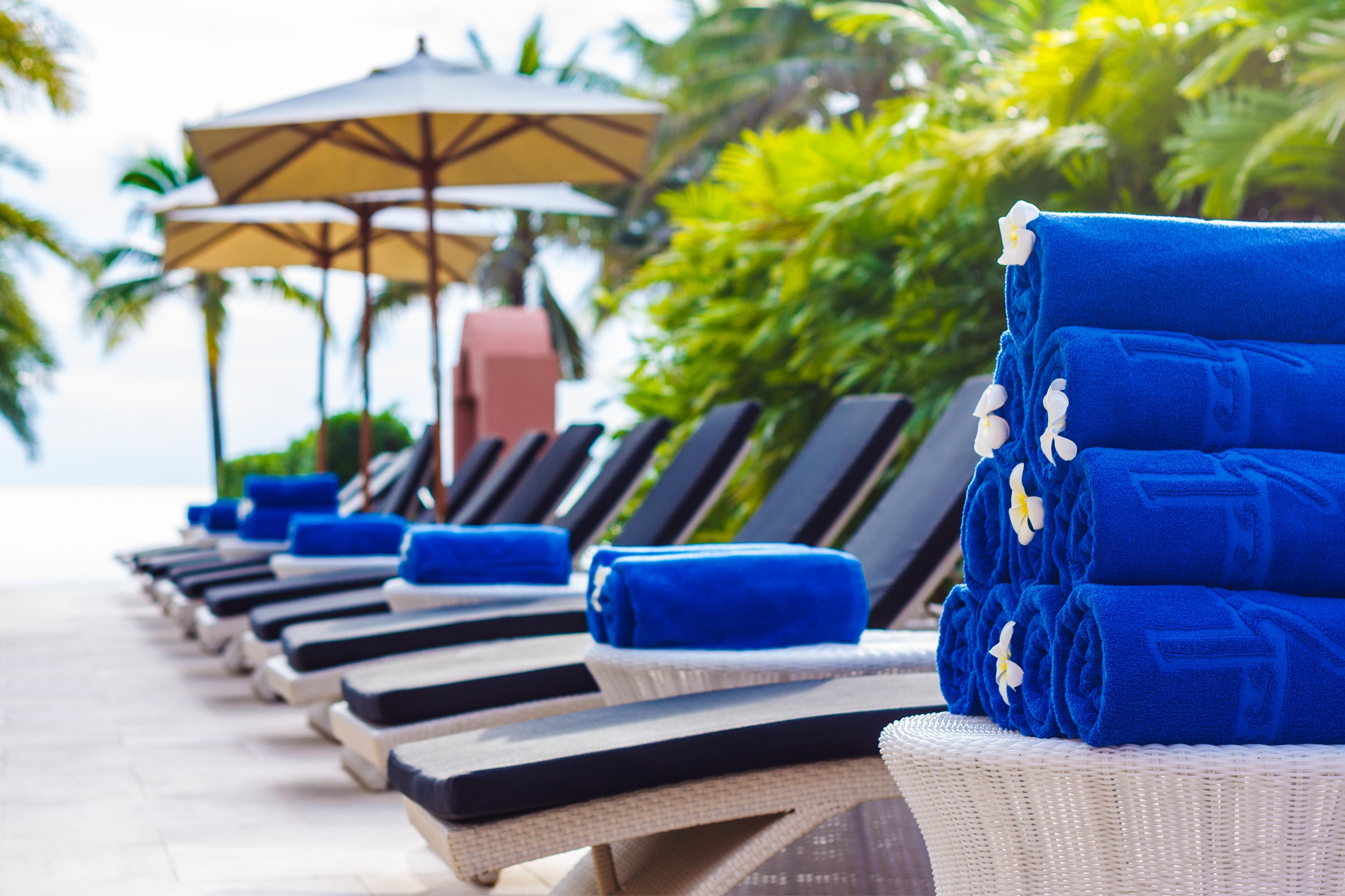 Uni colour relief woven resort towel