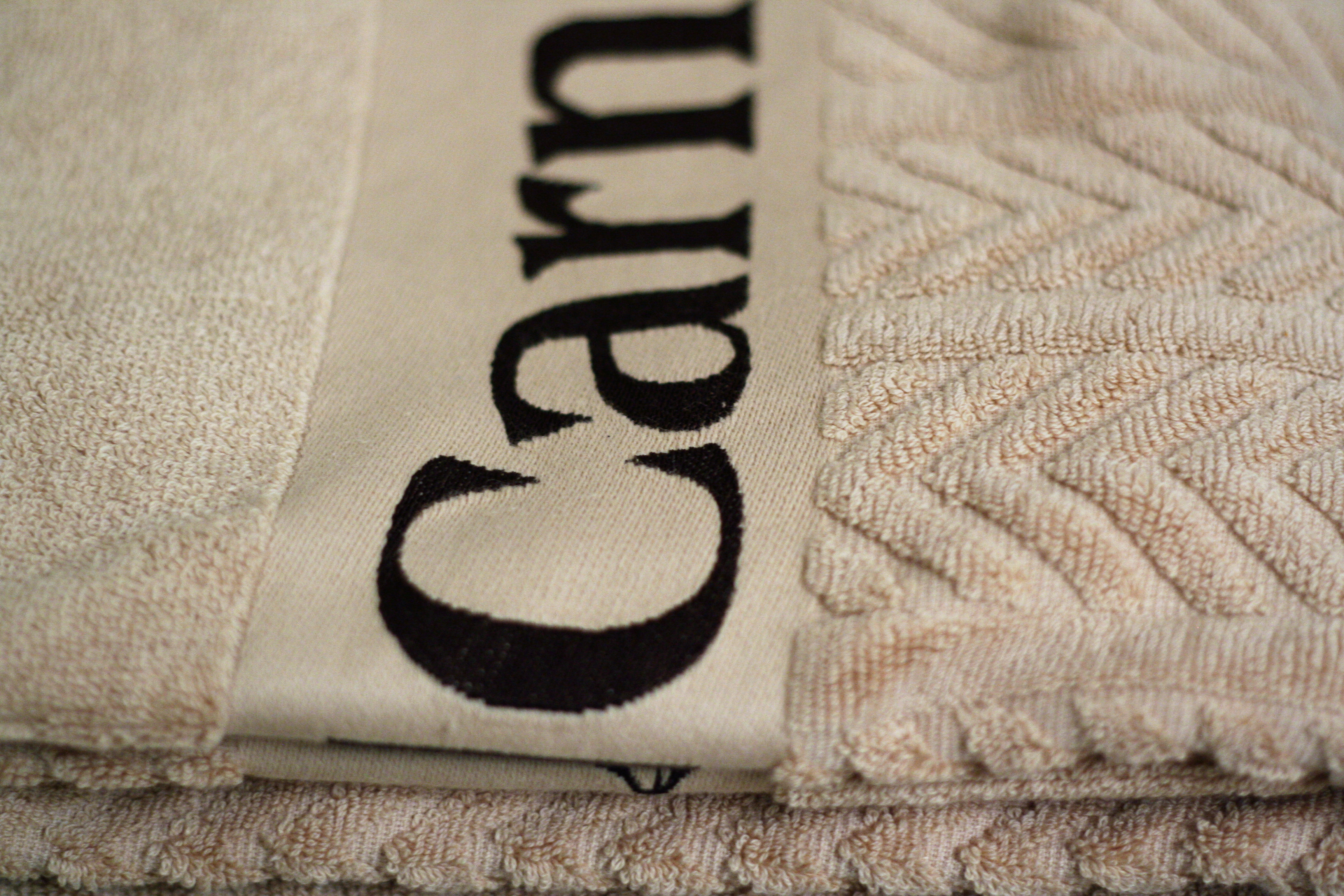 Woven border towel with relief weave