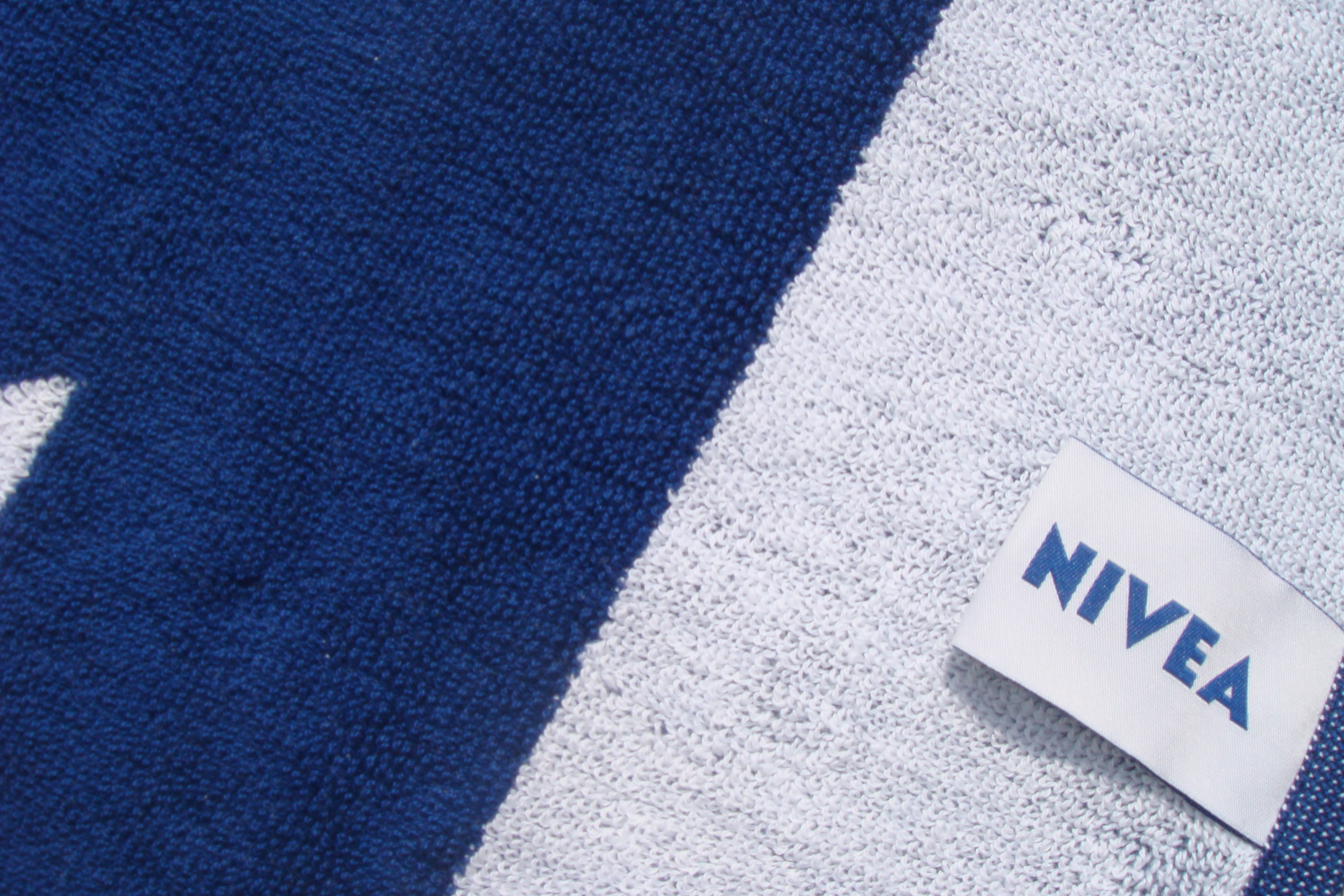 2 colour woven towel + label.