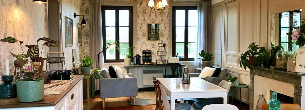 Salle du petit déjeuner, Le Petit Manoir de la Vernelle