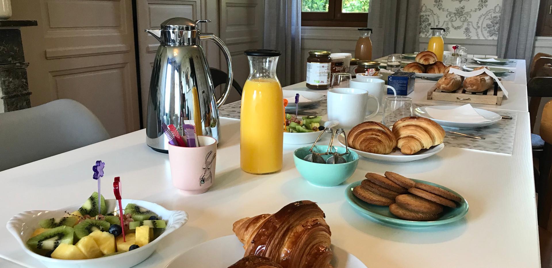 Fruits, croissants et viennoiseries, Le Petit Manoir de la Vernelle