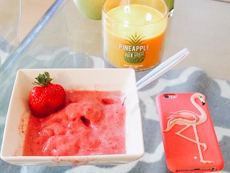 5 Minute Strawberry Frozen Yogurt