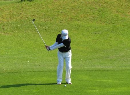 ゴルフのスウィングでの肩の痛みの治療に体操