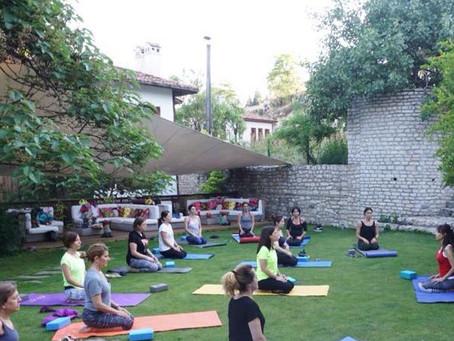Hatha Yoga: Güç ve rahatlama için yoga tarzı hakkında her şey