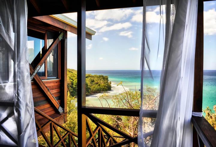 Secret Bay Zabuco Cantilever Suite