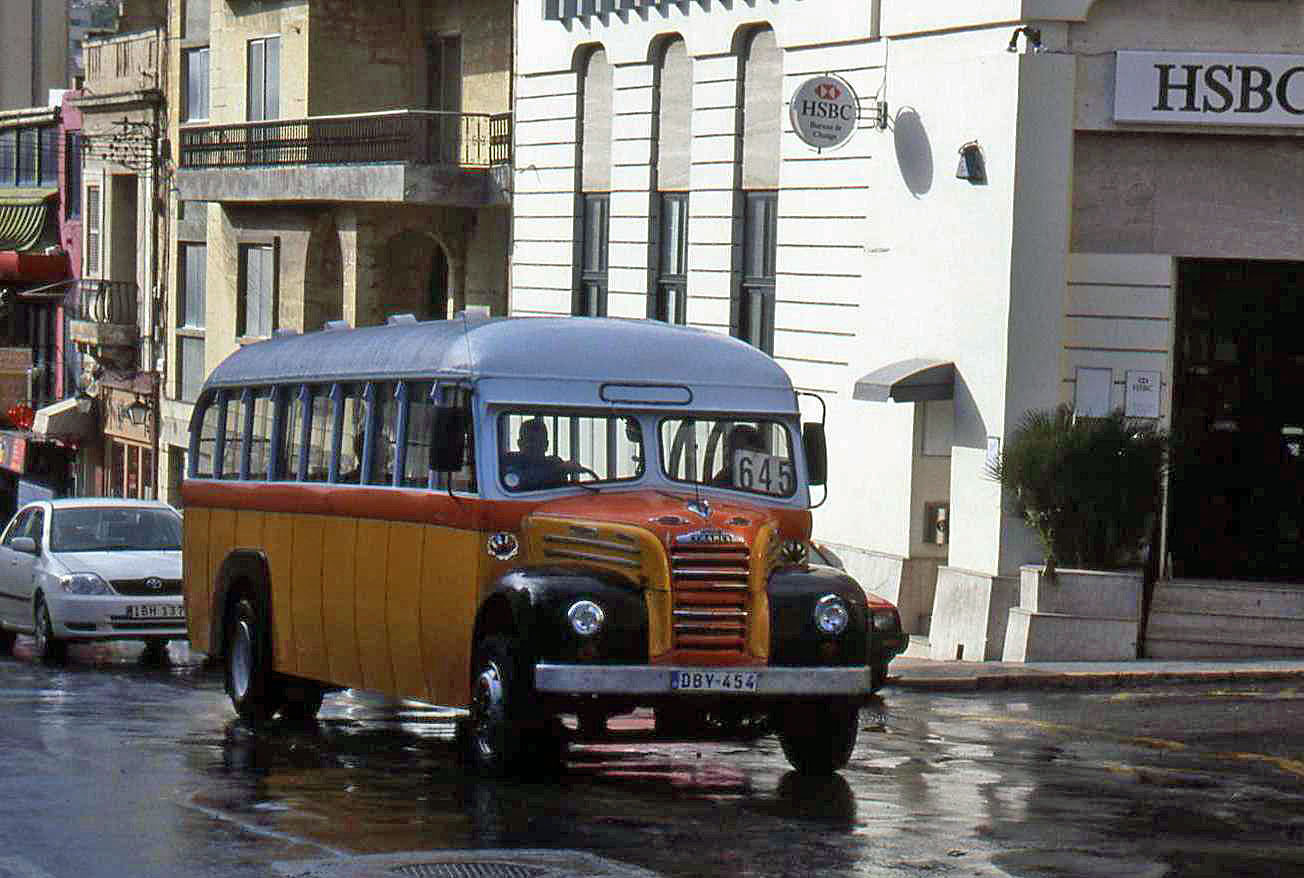 Malta's Yellow Bus