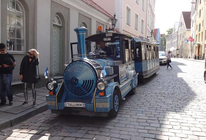 Blue Dotta Train