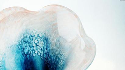 當「酒矸倘賣無」不再悲情,他用回收廢玻璃做成台灣版的施華洛世奇,外銷全世界