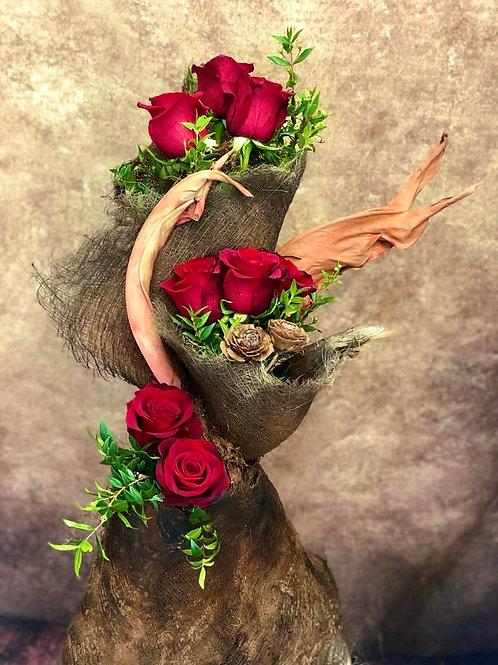 Ramo de rosas en piel de coco con estilo propio con detalles de San Valentin