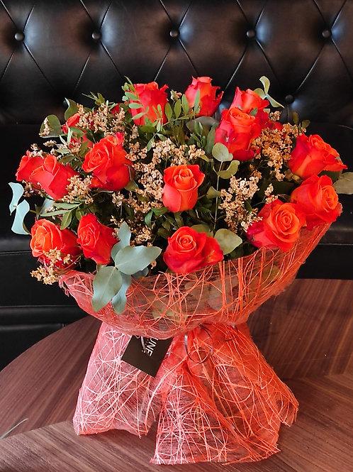 Ramo con rosas naranjas