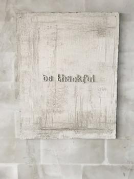 'Be Thankful', 2018 Alçıpan, Beton, 110 x 86 cm