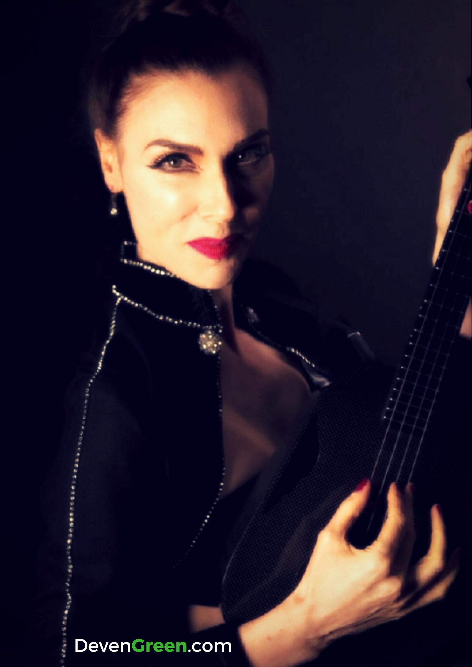 Deven Green ukulele