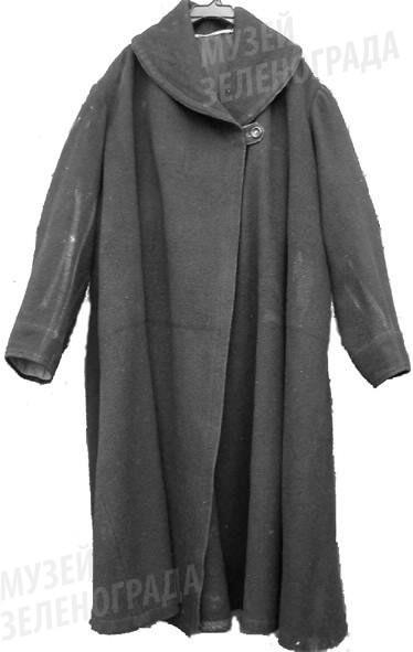 Армяк из сукна черного цвета.