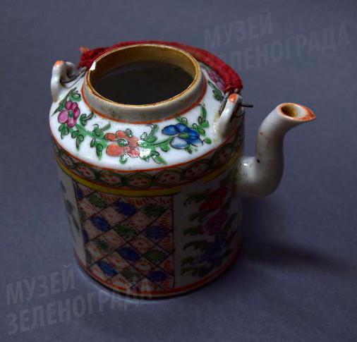 Чайник фарфоровый, из набора дорожного