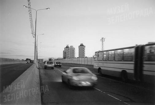 Фото цв. Путепровод (правая сторона). Вид на новую часть города. Май 2001 г.