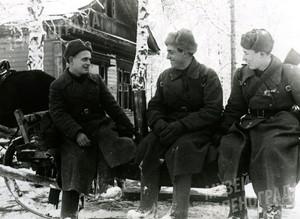 Батальон связи. Лейтенант Левченко А.П., старший лейтенант Залкинд В.М., политрук Климешин А.С.