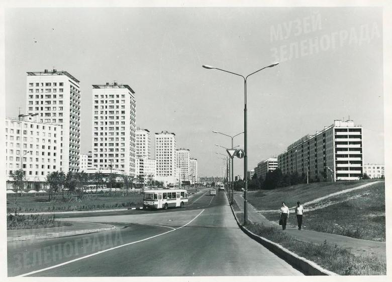Фотография ч/б. Центральный проспект г. Зеленограда.