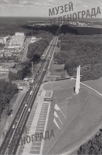 Памятник-монумент Защитникам Москвы на 40 км Ленинградского шоссе: боковой вид сверху