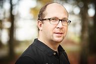 Maik von Fintel ist Heilpraktiker für Psychotherapie und Hypnosetherapeut, Dozent für Psychologie des Menschen, Kundenumgang und Mentaltraining