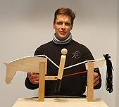 Ralf Döringshoff ist Pferdewirtschaftsmeister, Physiotherapeut und Osteopath für Pferde, Dozent für Biomechanik, Gymnastizierung des Pferdes, Anatomie und Physiologie am IVK
