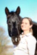 Dr. Vivian Gabor ist Leiterin des IVK - Institut für Verhalten und Kommunikation. Sie ist Biologin, promovierte Pferdewissenschaftlerin, Trainerin und Fachautorin.