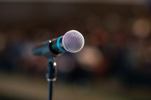 public-speaking-3926344_1920.jpg
