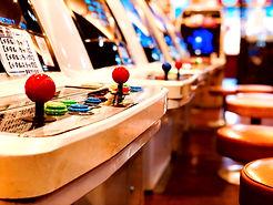 大阪/ゲームセンター『かすが娯楽場』の店内にあるアーケードゲーム「アストロ筐体」。レトロな/ブラストシティ/エアロシティなどが配備。レトロゲームが多く稼働しています。