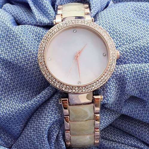 Round Dial Ladies Fashionable Watch