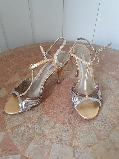 Sandália em couro metalizado Arezzo - 35