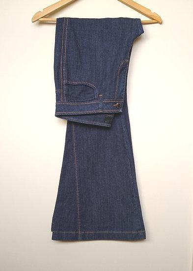 Calça jeans escura flare Shoulder - 42
