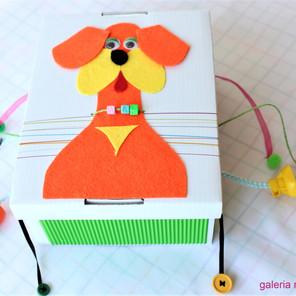 Pudełko sensoryczne do zabawy dla najmłodszych dzieci