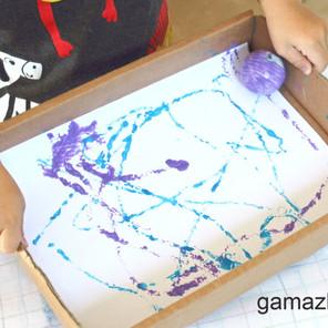 Malowanie piłeczką i palcami – Kreatywna zabawa plastyczna