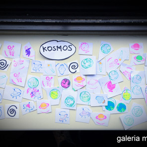 Zabawa plastyczna dla młodszych dzieci o tematyce: KOSMOS