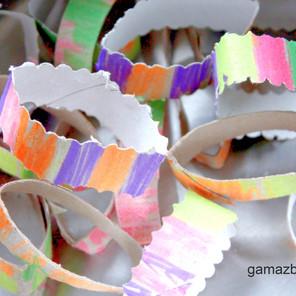 Domowy makaron ręcznie robiony do zabawy dla dzieci