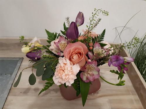 Mixed arrangement in pink vase