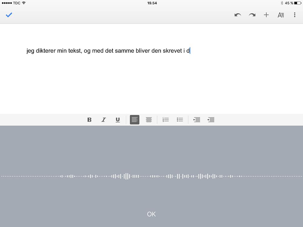 Diktering i Google Docs med iPad-tastaturets dikteringsfunktion.