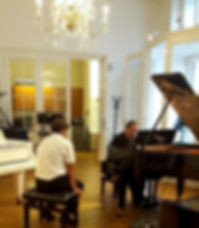 Pianiste jouant sur son Bechstein
