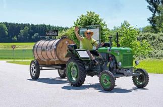 Florian liebt seinen Traktor