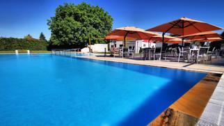 Neue Terrasse direkt beim Pool