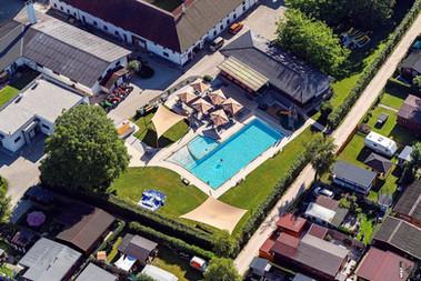 Schwimmbad und Floriani Stube