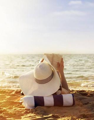 Elle : Les 10 romans que les Français ont déjà glissé dans leurs valises - Agir et penser comme un c