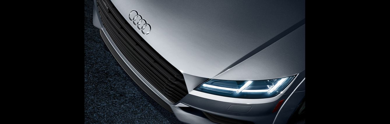 Audi TT Sharp intersecting bod