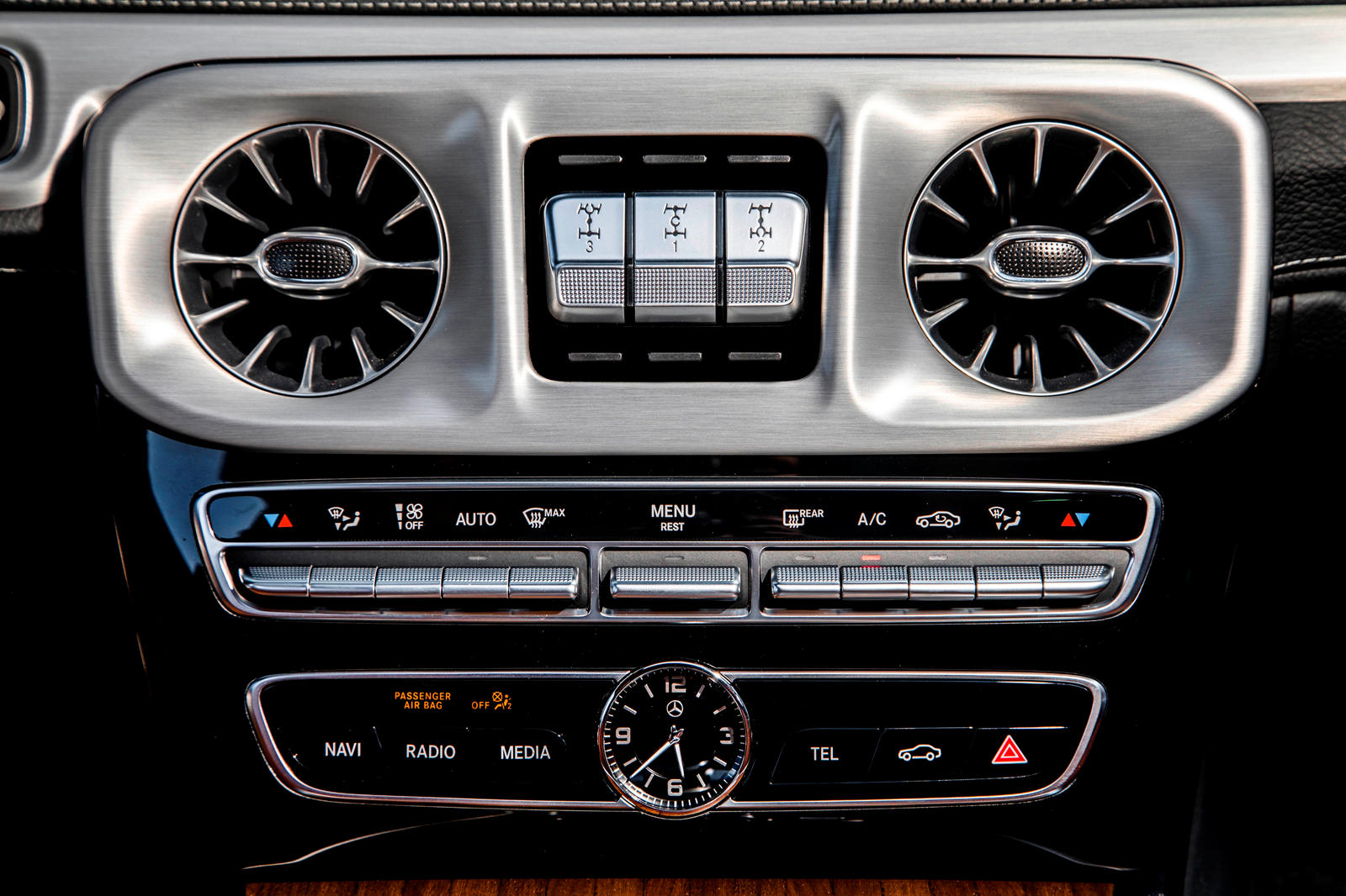Mercedes G-Class Tri-Zone Climate Control