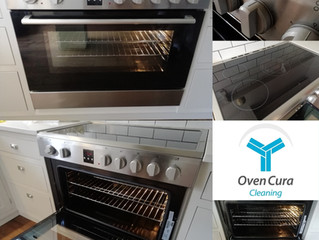 This super clean modern range oven looks fantastic!