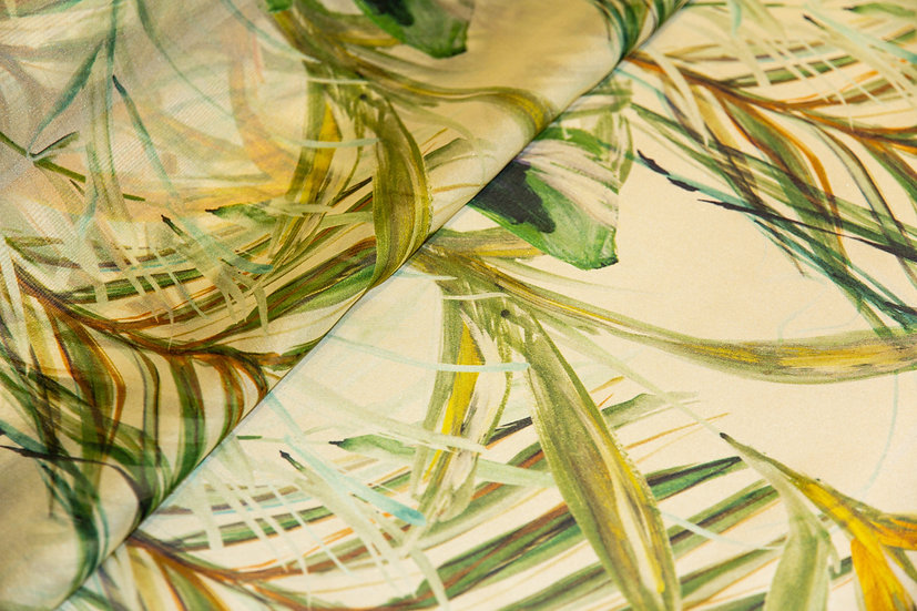 Seide, ecru mit grün-/curryfarbenen Blätter