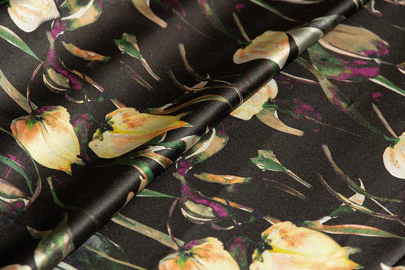 Seide, schwarz mit gelben Blüten und grünen Blätter