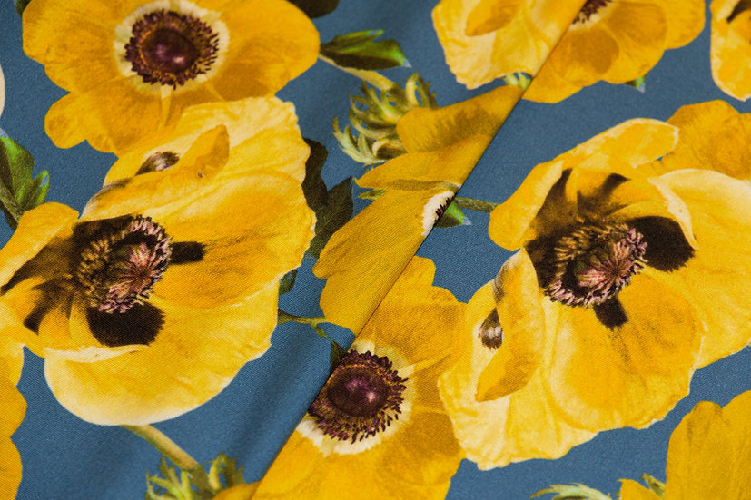 Jersey Viscose, blau mit Blumenprint