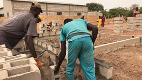 Nous construisons une  case de santè à Sare kediang  ( kolda )