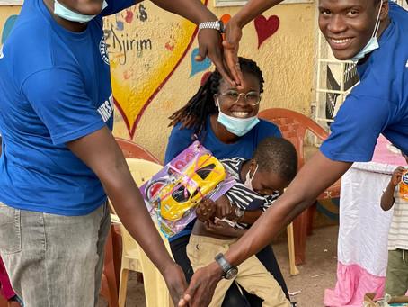 Remise de cadeaux aux enfants de l'orphelinat keur yaye djirim de Tambacounda