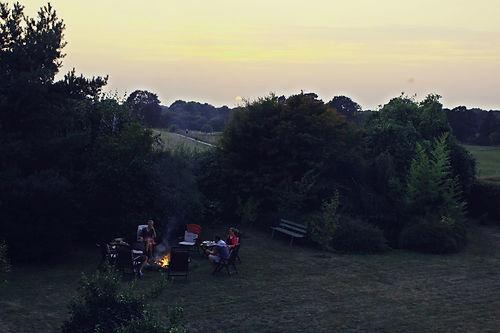Lagerfeuer mit Sonnenuntergang, Little Paradise.JPG